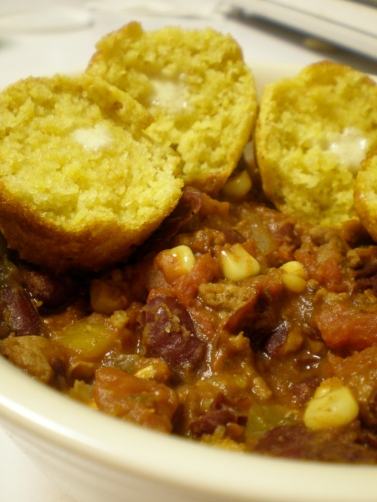 Spicy chili and cornbread